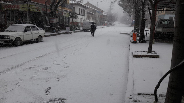 İzmir'de kar yağışı etkili oluyor