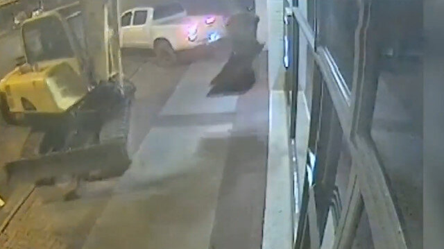 Kepçeyle banka soygunu kamerada