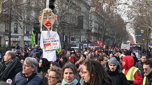 Fransa'da sarı yeleklilerden sonra memurlar da eylem yaptı