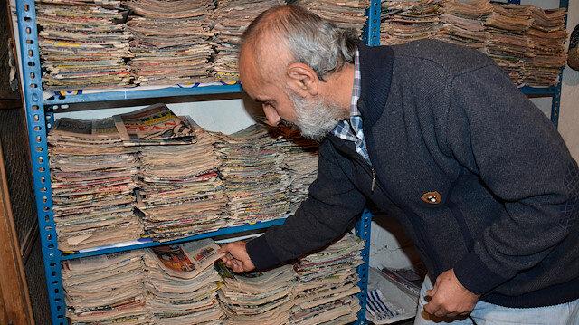 Mahmut Durmuş'un uzun yıllardır biriktirdiği spor gazeteleri evinde oldukça büyük bir alanı kaplıyor.