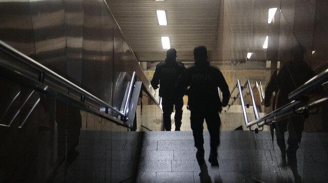 Osmanbey'de bir kişi metro raylarına düştü