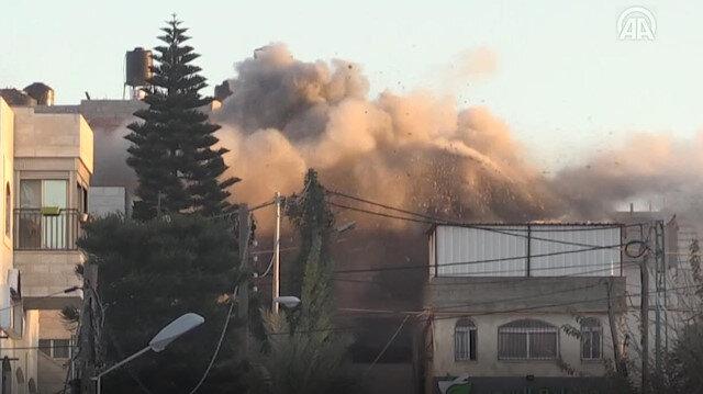İsrail 1 oğlunu şehit ettiği 5 oğlunu da tutukladığı kadının evini yıktı