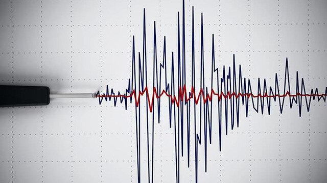 Endonezya 6,1 şiddetindeki depremle sarsıldı