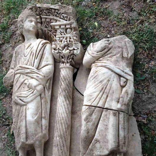 Roma dönemine ait 1600 yıllık lahit parçası ele geçirildi