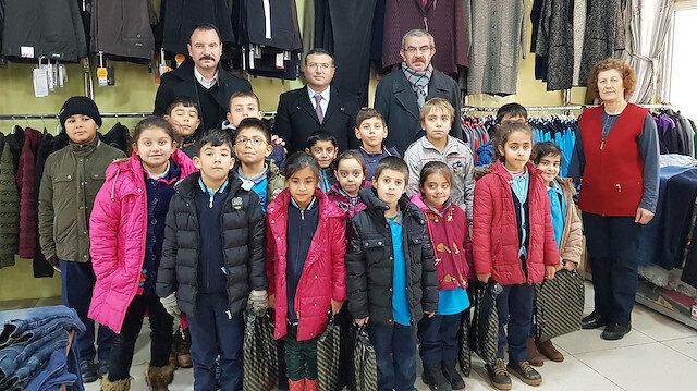 Arabulucu kararının ardından ihtiyaç sahipleri çocuklara mont ve ayakkabı alındı.