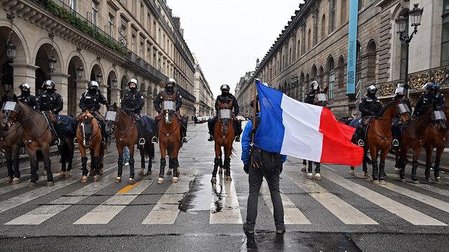 Fransa'daki gösterilerde gözaltı dalgası büyüyor