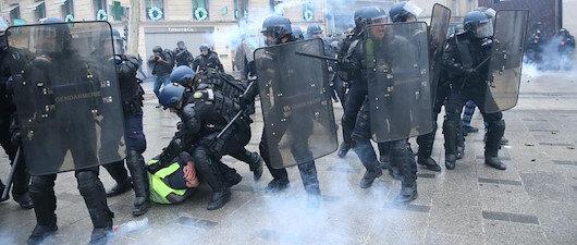 Fransa'da gözaltı dalgası