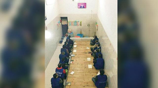 Çin yönetiminin toplama  kamplarında onlarca kişi 21  metrekarelik odalarda kalıyor.