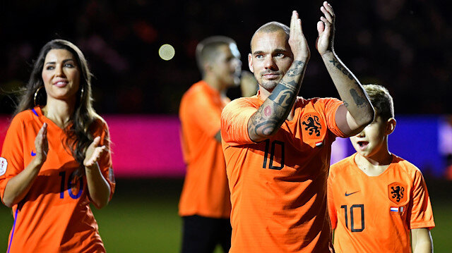 Wesley Sneijder'in menajeri Galatasaray'a mesaj gönderdi