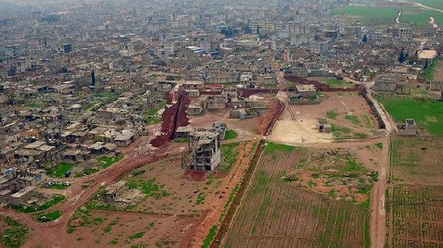 Teröristlerin Ayn el-Arap'ta kazdığı hendek ve tüneller görüntülendi