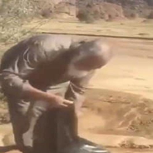 بالفيديو: مُسن يوجه الكشاته بتنظيف الأماكن قبل مغادرتهم