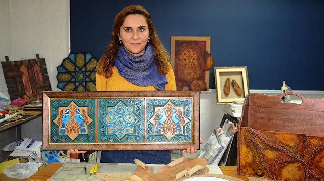أكاديمية تركية تتفن بصناعة أعمال تقليدية من الجلد