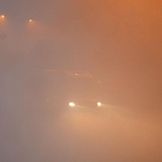 Ardahan'da sis nedeniyle göz gözü görmüyor