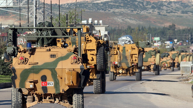 Turkey deploys armored vehicles to Syrian border