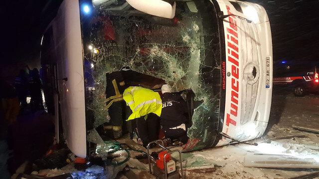 Kırşehir'de yolcu otobüsü devrildi: 3 ölü 35 yaralı