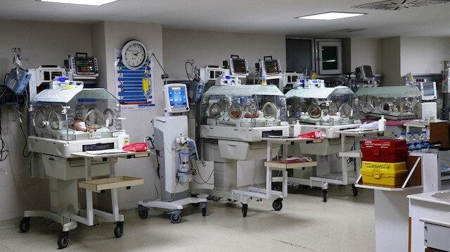 Lokman Hekim Van Hastanesin'de yatan yeni doğan bebekler.