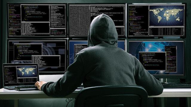 Kimliği belirsiz hackerlar virüslü bir yazılım sayesinde merkezdeki bilgisayarlara  erişim sağladı.