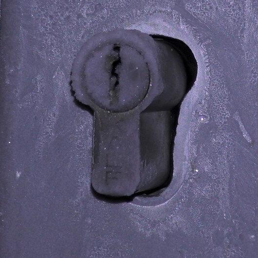 Termometreler Eksi 27,4'ü gösterdi: Kapı kilidi bile buz tuttu