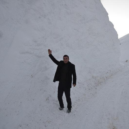 Yüksekova'da kar 4 metreyi aştı