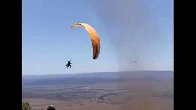 Yamaç paraşütü yaparken fırtınaya kapıldı