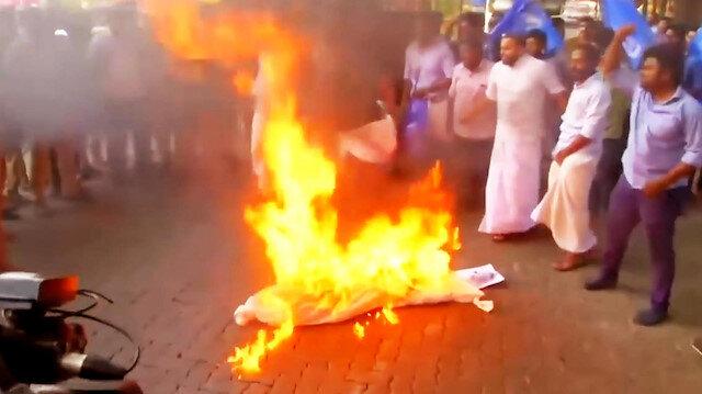 Tapınağa giren kadınlara karşı protestolar şiddetini artırdı