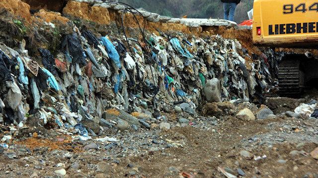 Belediye ekipleri, spor kompleksi yapımı planlanan alandaki çöplerin taşınması için çalışma başlattı.