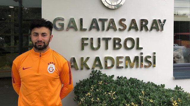 Galatasaray iki ismi profesyonel yaptı