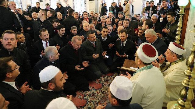 Cumhurbaşkanı Erdoğan katıldığı mevlidde Kur'an-ı Kerim okudu