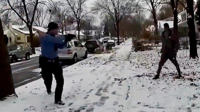 Amerikan polisi kurşun yağdırdığı adama bir de kelepçe takmaya çalıştı