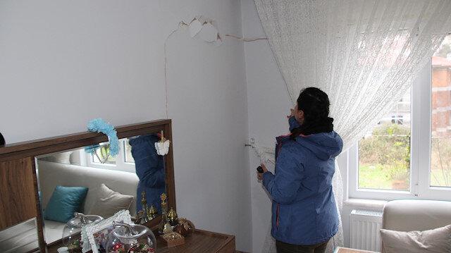 Duvardaki çatlaklar objektiflere böyle yansıdı.