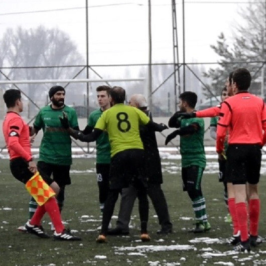 Hakeme tokat atan futbolcunun cezası belli oldu