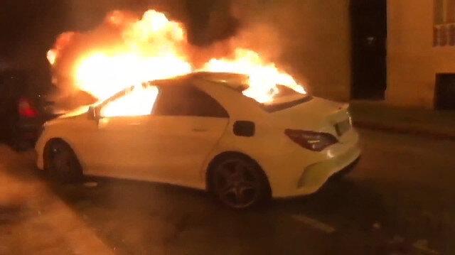 Pariste sarı yelekliler lüks aracı ateşe verdi