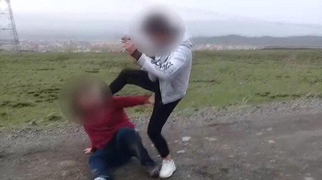 İki genç kıza işkence edip kayda aldılar!