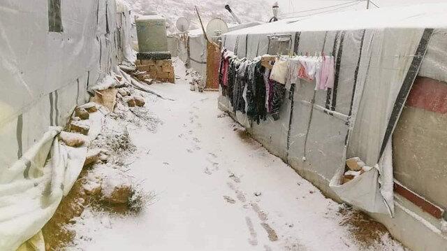 Lübnan mülteci kampındaki Suriyeli sığınmacılar donarak ölüyor