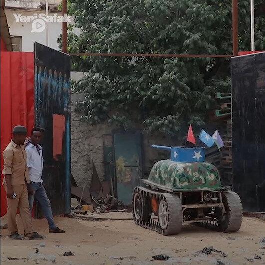 Somalili ustadan Türk bayraklı tank