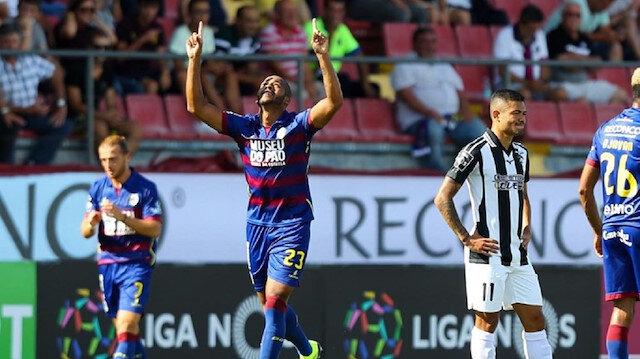 Marcao, Portekiz Ligi'nin en fazla  top çalan ve pas arası yapan defans oyuncularının başında geliyor.