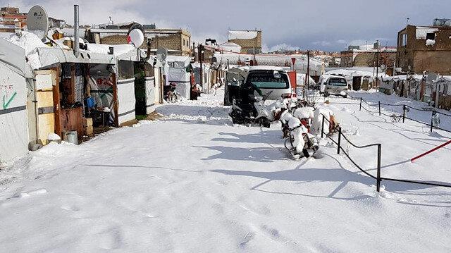 'نورما' .. تراكم الثلوج في مخيم عرسال