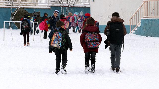 Bitlis'in Tatvan ilçesinde kar nedeniyle okullar tatil edildi. (Arşiv)