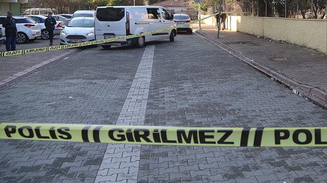 Polis ekipleri olay yerine gelerek emniyet şeridi çekti.