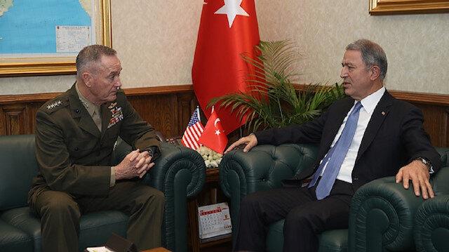 وزير الدفاع التركي خلوصي أكار، مع رئيس الأركان الأمريكية المشتركة جوزيف دانفورد