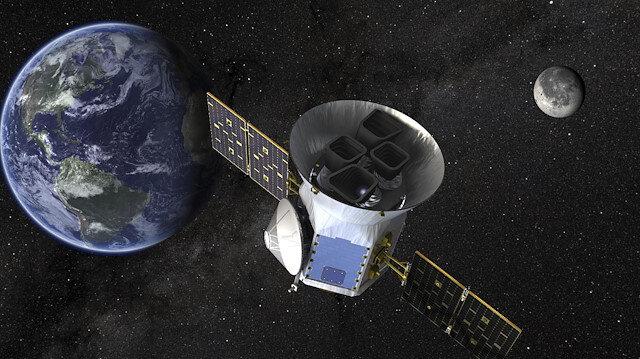 """""""Neptün-altı"""" kategorisindeki gezegenin Dünya'nın 3 katı büyüklükte olduğu, ancak öz kütlesinin bu büyüklükteki Uranüs, Neptün gibi gaz devi gezegenlerden çok daha yoğun olması nedeniyle Dünya'dan 23 kat daha ağır olduğu belirtildi."""