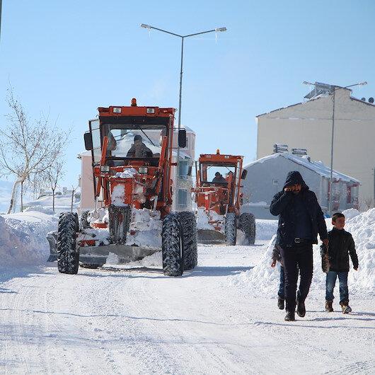 Bingöl'de yoğun kar yağışı nedeniyle okullar tatil edildi