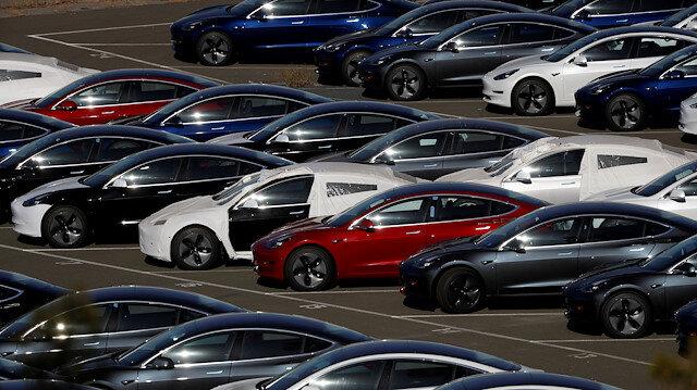 Tesla sürücüsüz araçlar konusunda sürücülere uyarıda bulundu.