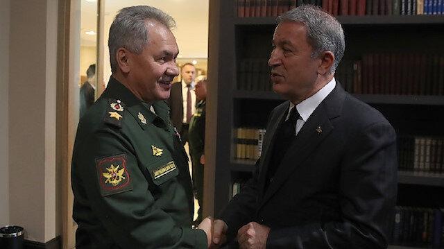 اتصال هاتفي بين وزير الدفاع التركي ونظيره الروسي حول إدلب السورية