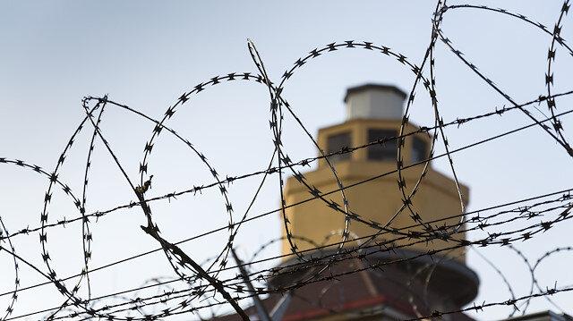 FETÖ mensuplarının hapishanede dahi bir araya gelebilmesi ve örgütsel faaliyetlere devam etmesi örgütün ideolojik çöküşünü yavaşlatan en önemli nedenlerden biri olarak gösteriliyor.