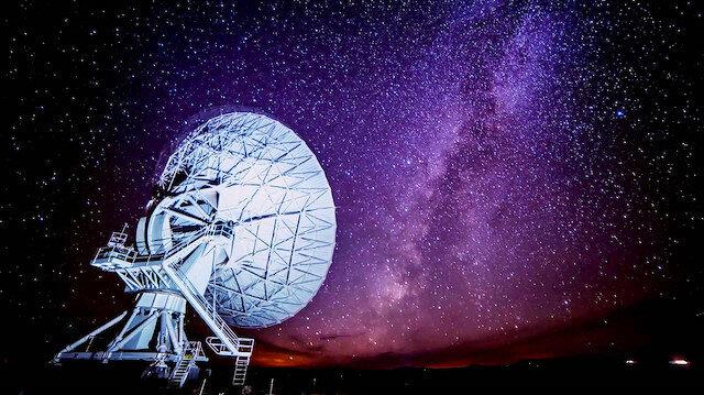Radyo sinyallerinin galaksimizin 1.5 milyar ışık yılı ötesinden geldiği belirtildi.