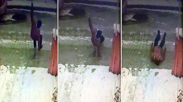 Talihsiz adam düşme anın kameralar tarafından görüntülendi.
