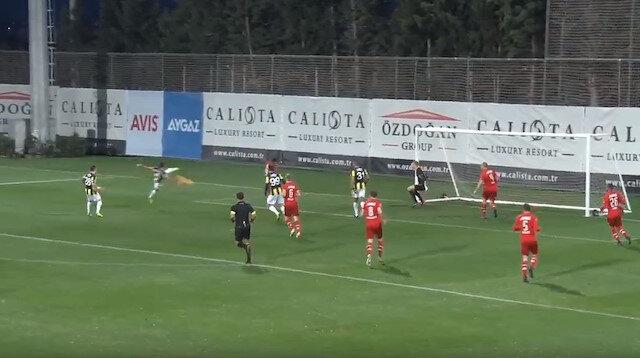 İsmail Köybaşı, Fenerbahçe'yi Az Alkmaar karşısında 1-0 öne geçirdi.