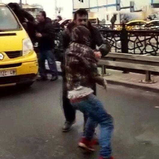 Sürücülerin korna kavgasında vatandaşlar araya girdi