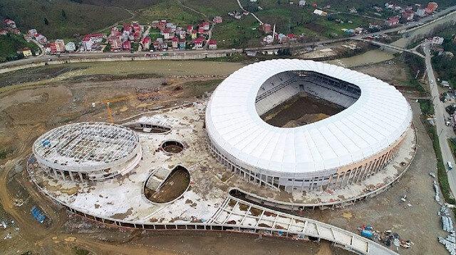 Yapımı devam eden Çotanak Spor Kompleksi'nin havadan görüntüsü.